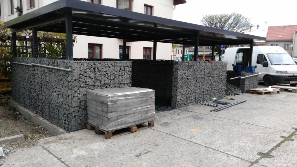 Hotová stvavba gabionové zdi